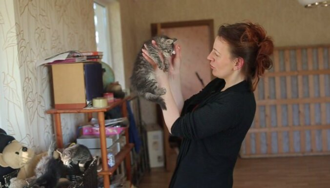 Andra Tomase dzīvniekam atdos pēdējo kreklu, viņa ir 'mamma' 40 četrkājainajiem
