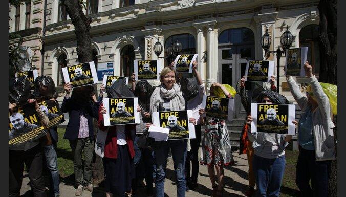 Журналисты 16 стран требуют освободить коллегу из азербайджанской тюрьмы