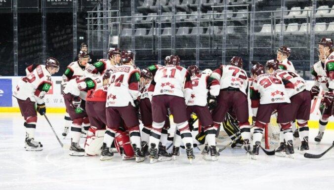 No Latvijas hokeja izlases atskaitīti uzreiz deviņi spēlētāji