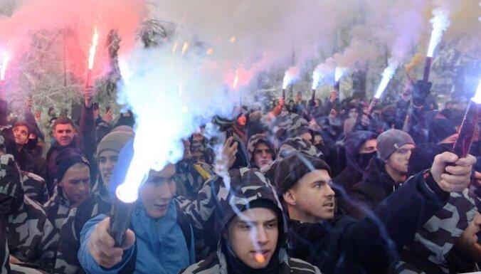 Кризис на Украине: Рада одобрила указ Порошенко о введении военного положения
