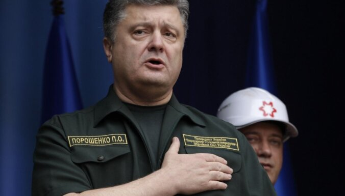 ФОТО: в день выборов Порошенко неожиданно приехал на Донбасс