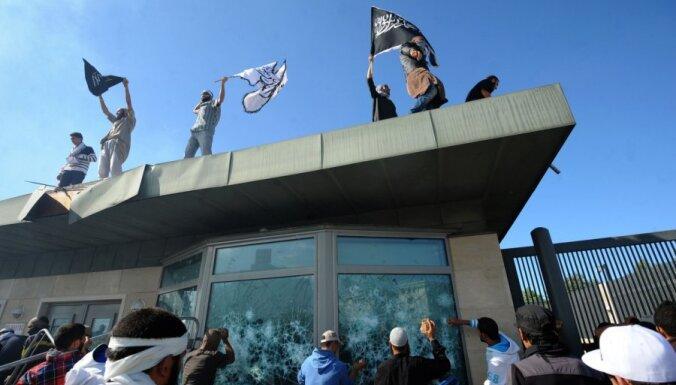 Advokāti: Tunisijā 87 protestētājiem pret filmu par pravieti Muhamedu draud nāvessods