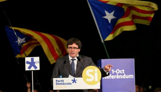 Katalonijas parlamenta vēlēšanās vairākumu gūst separātisti