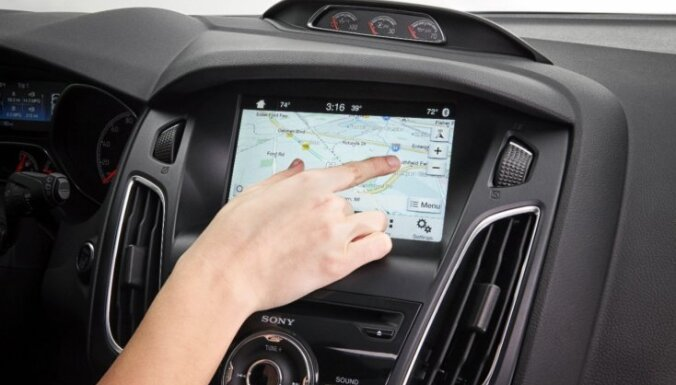 'Ford' jaunā multimediju sistēma uz 'Blackberry' bāzes ražošanā nonāks šovasar
