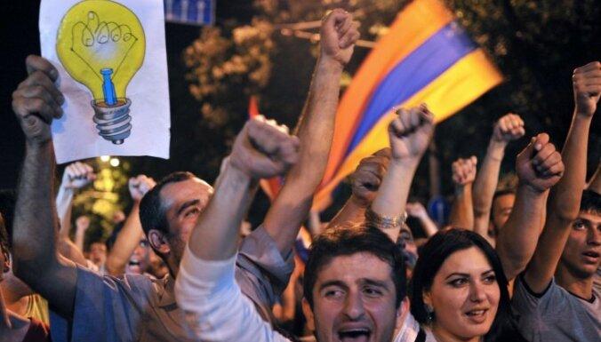 Protestu iespaidā Armēnijas prezidents atliek plānoto elektroenerģijas cenu paaugstināšanu