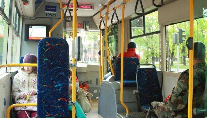 Rīgā nedeklarētajiem iedzīvotājiem sabiedriskais transports varētu kļūt dārgāks