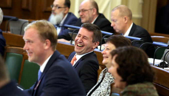 """""""Согласие"""" в своих предложениях к законопроекту о роспуске Рижской думы """"троллит"""" и критикует коалицию"""
