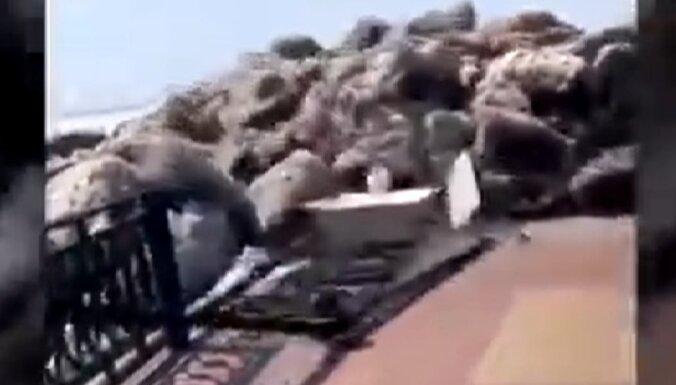 Video: Amūras ledus salauž krastmalas margas Habarovskā