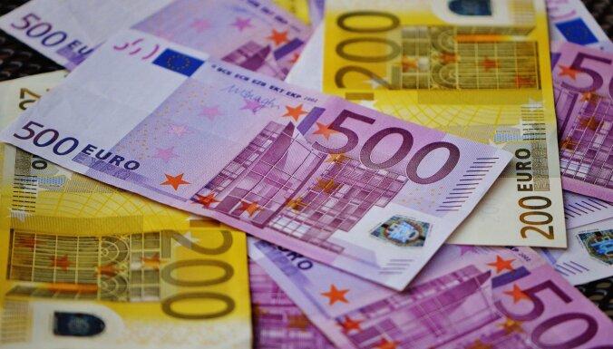 """Группировка отмывала десятки тысяч евро: изъята криптовалюта, наркотики, списки зарплат """"в конвертах"""""""