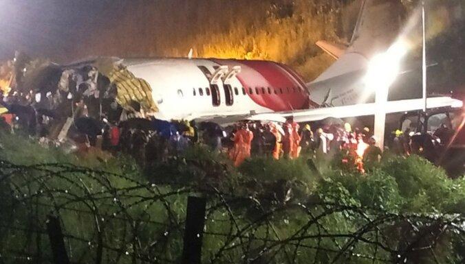 Самолет в Индии разломился пополам при посадке. На борту 190 человек, есть жертвы