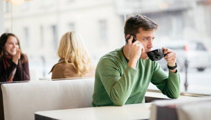 Seši telefona lietošanas paradumi, kas nebūt nav pieklājīgi