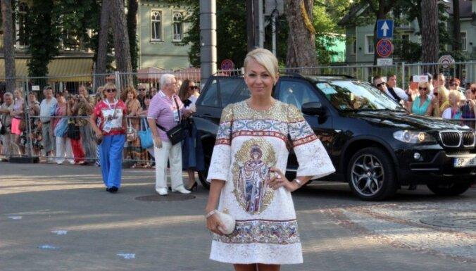 """Сколько пар туфель привезла Яна Рудковская на """"Новую волну""""?"""