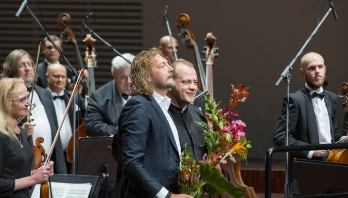Foto: Liepājā pasaules pirmatskaņojumu piedzīvojusi Kārļa Lāča 'Latvju simfonija'