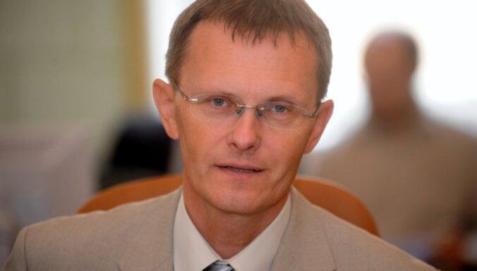 Ministrs Vilks traucē kādiem pasaku meža iemītniekiem, portālā publicētā e-pasta sarakstē secina Kalniete