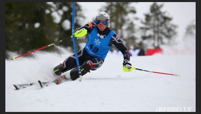 Latvijas kalnu slēpotājiem labas sekmes FIS sacensībās Irānā