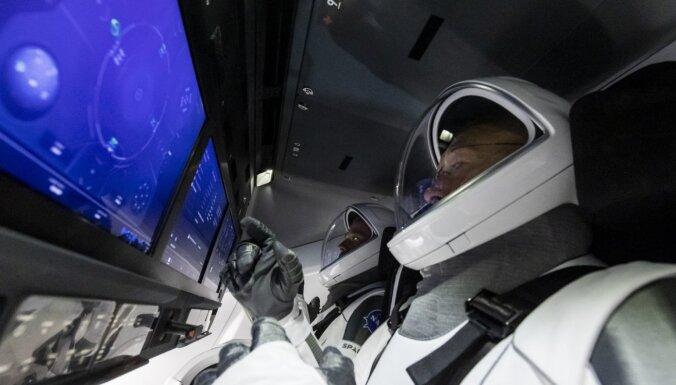 ВИДЕО: Экипаж Crew Dragon вернулся на Землю