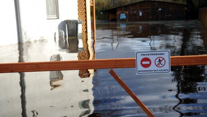 В Малой Югле растет уровень воды, Саласпилс в напряжении