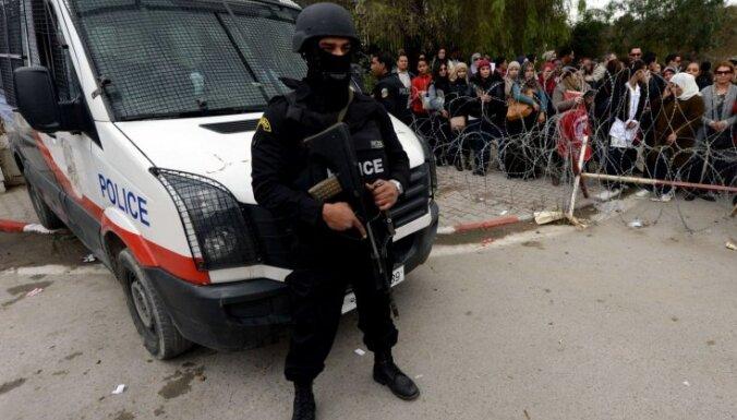В Тунисе террористы подорвали автобус президентской гвардии