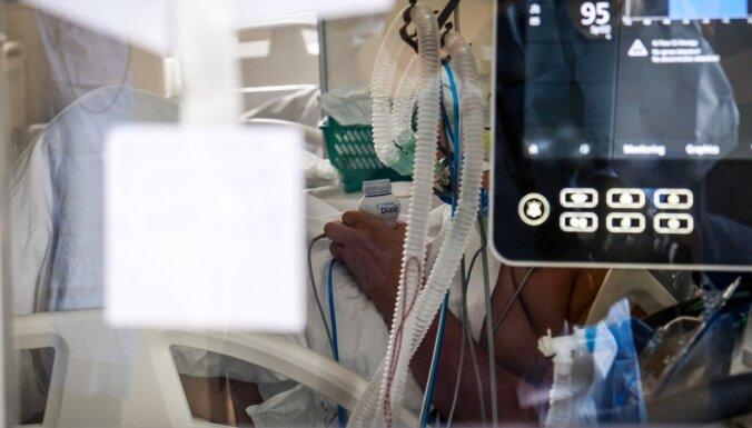В больницах Латвии находится 371 пациент с Covid-19