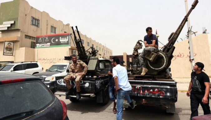 Lībijas valdība aicina kaujiniekus pamest galvaspilsētu