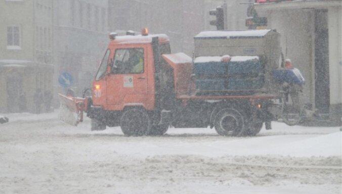 Iztērēta puse no ziemas ceļu uzturēšanas naudas