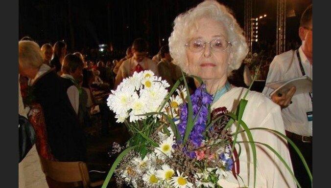 Ausma Derkēvica – pirmā sieviete uz Dziesmu svētku virsdiriģentu podesta