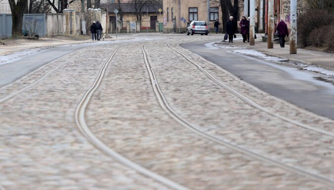 Vāc parakstus šaursliežu tramvaja ieviešanai starp Baložiem un Ziepniekkalnu