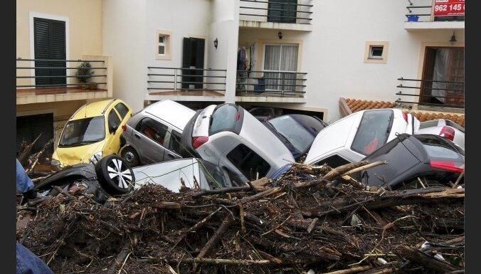 Aug plūdos Madeirā bojā gājušo skaits