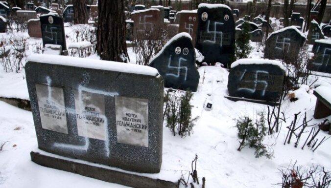 Осквернители еврейского кладбища получили условные сроки