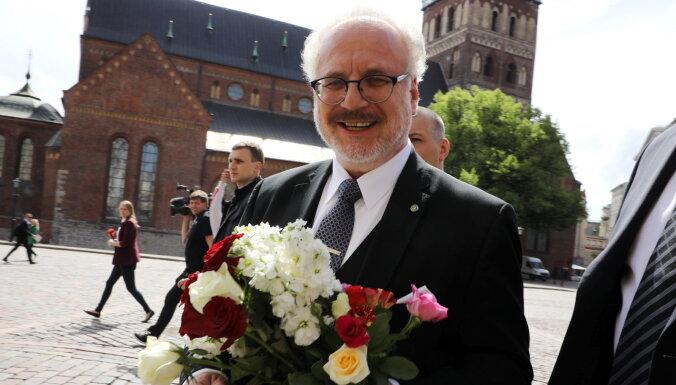Новый президент Латвии Эгил Левитс ошибся и произнес текст клятвы дважды