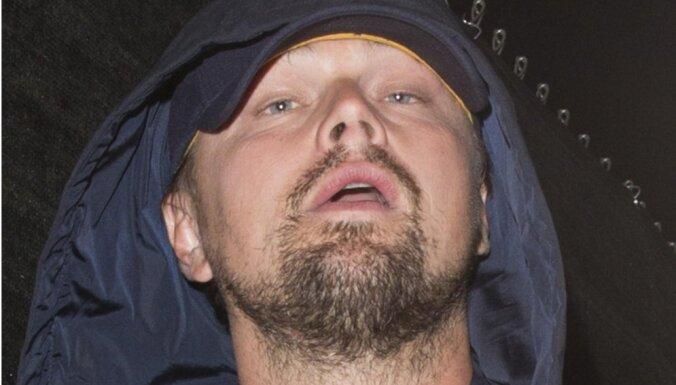 Paparaci foto: Leonardo Dikaprio pieķerts pēc ballītes