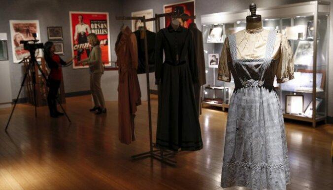 """Платье Джуди Гарланд из """"Волшебника страны Оз"""" продано за $1,5 млн."""