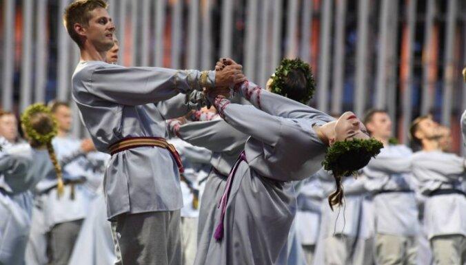 Foto: Deju lieluzveduma 'Māras zemes' krāšņums Daugavas stadionā