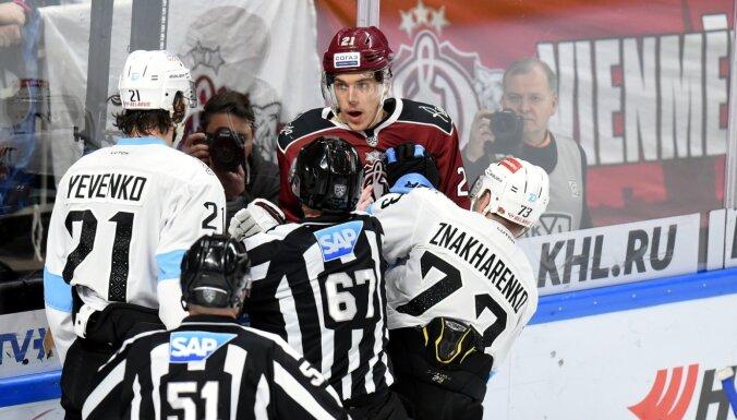 Rīgas 'Dinamo' pastarīšu duelī nostabilizējas pēdējā vietā KHL