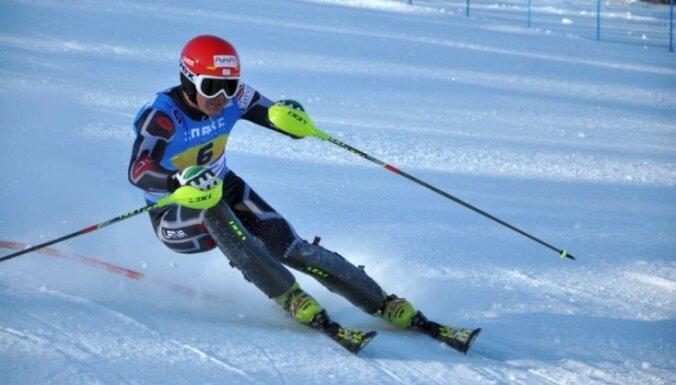 Kalnu slēpotājam Kristapam Zvejniekam augstā piektā vieta slalomā Universiādē