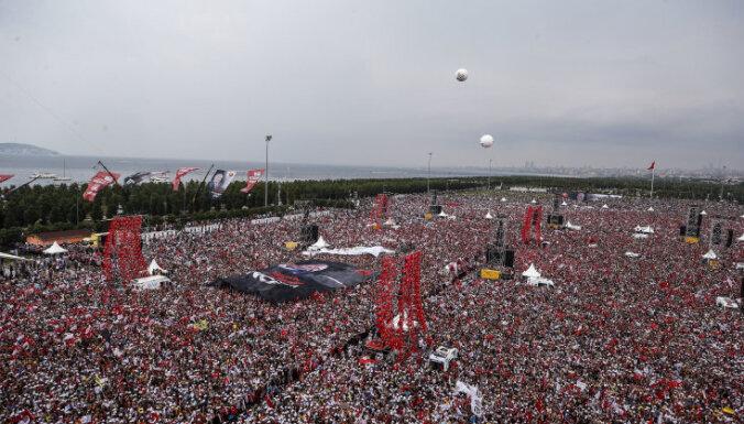 Накануне дня выборов президента Турции главный соперник Эрдогана собрал пятимиллионный митинг