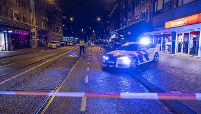 Amsterdamā uzbrucējs nodūris vienu cilvēku, četrus savainojis