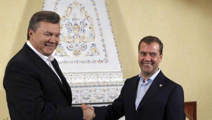 Медведев попросил Януковича не быть тряпкой