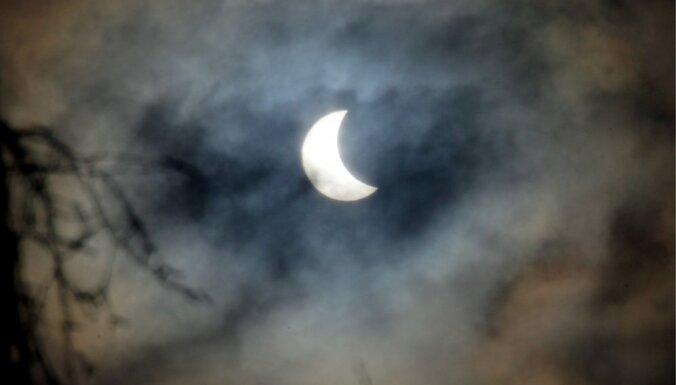 ФОТО: Солнечное затмение прошло максимальную фазу