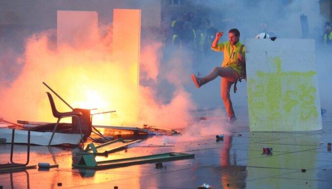 """Протесты """"желтых жилетов"""" в Париже: десятки пострадавших и задержанных"""