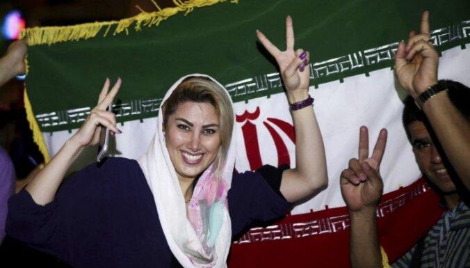 Irānā slēdz simtiem 'nepiemērota' apģērba veikalus