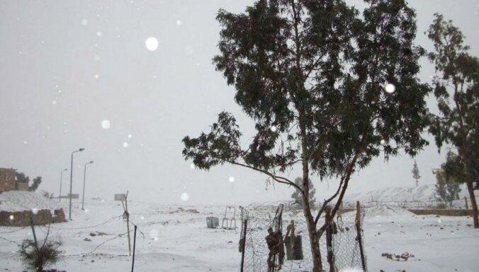 Kairā pēc 112 gadu ilga pārtraukuma uzsnidzis sniegs