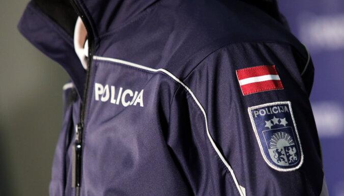 Рига: женщина пыталась вынести из магазина 11 пачек масла и алкоголь