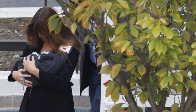 Карла Бруни прячет новорожденную дочь от папарацци