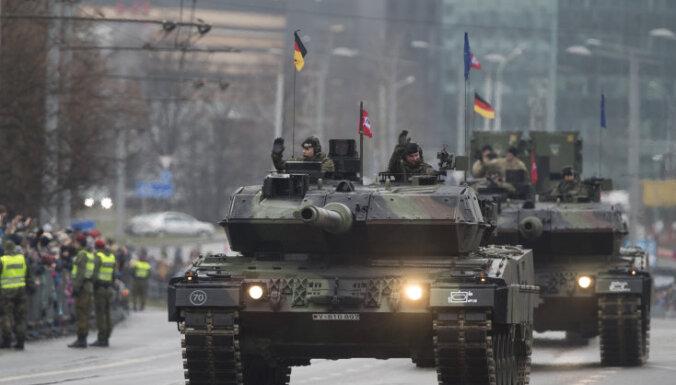 ФОТО, ВИДЕО: Военный парад в Вильнюсе по случаю 100-летия Литовской армии