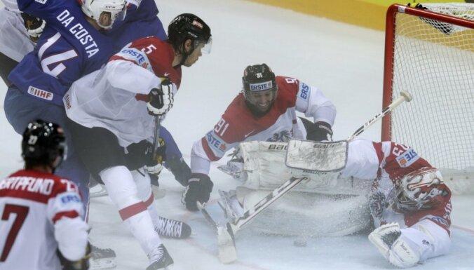Miglainā hokejā Francija 'sausā' apspēlē Austriju