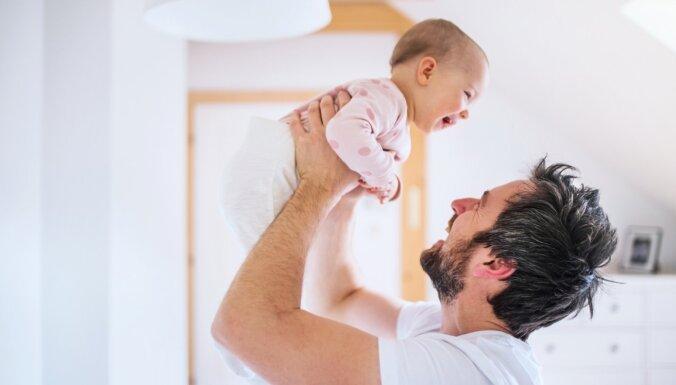 Sieva BKA laikā slimo – vai vīrs var noformēt slimības lapu bērna kopšanai