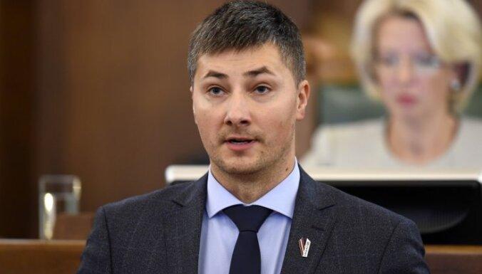 """Гиргенс потребовал раскрыть стоимость """"е-Сейма"""" и призвал Мурниеце взять на себя ответственность за плохую работу проекта"""