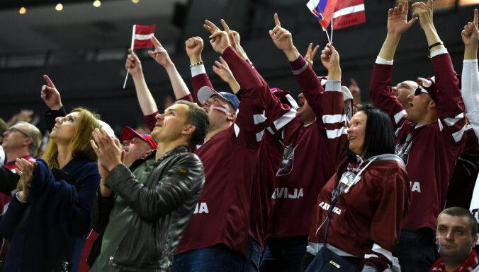 Pašmāju sensācija: Kadrs ar vientuļu slovāku fanu starp latviešiem