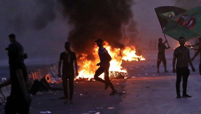 Irākas protestos bojāgājušo skaits pieaudzis līdz 73 cilvēkiem